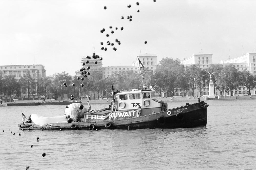 November 2, 1990  Boat releasing black balloons on Thames River at the morning event, an activity not permitted without consent from the UK's Civilian Aviation Authority.