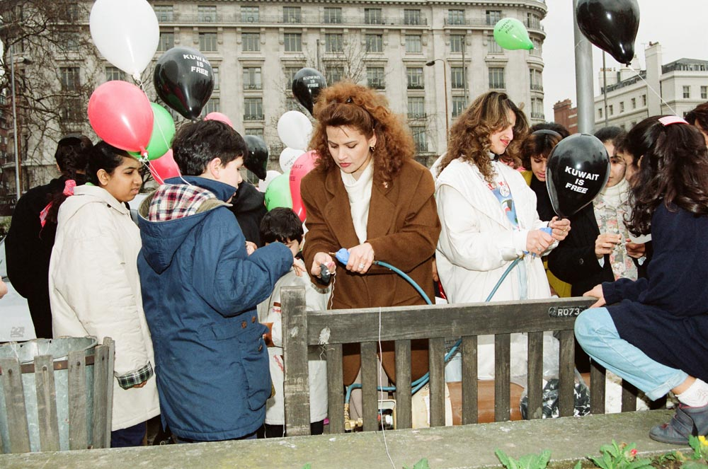 March 2, 1991  Victory balloons being inflated at Marble Arch